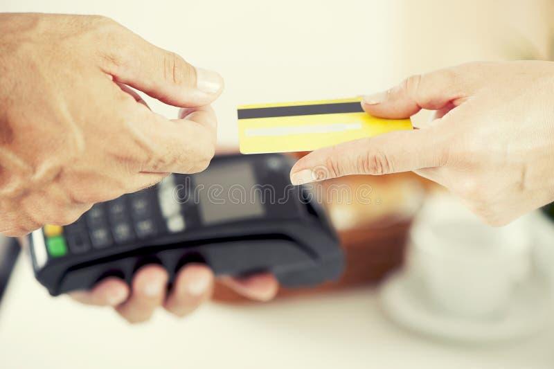 Paiement par la carte de crédit photographie stock libre de droits
