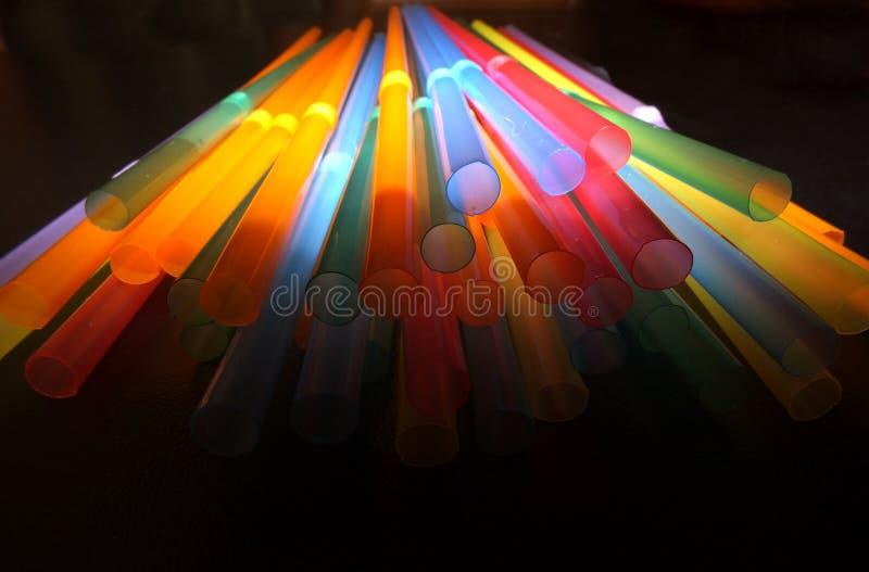 Pailles multicolores de cocktail image libre de droits