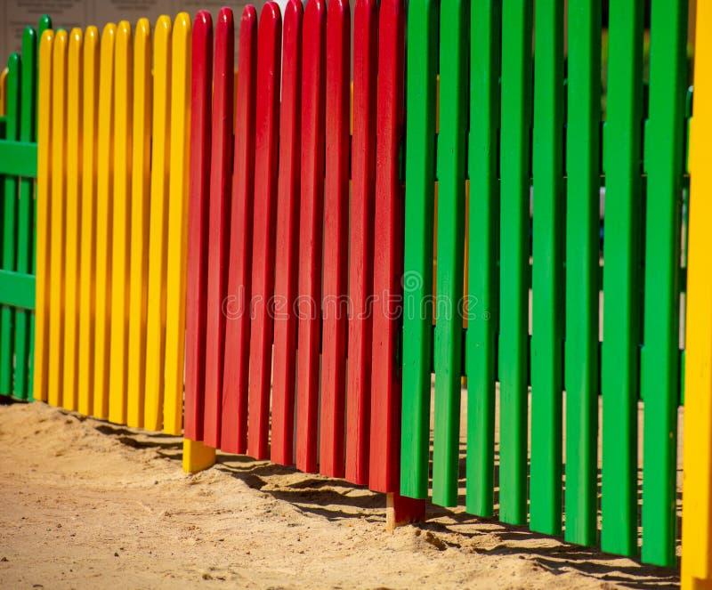 Painéis brilhantemente coloridos da cerca imagem de stock