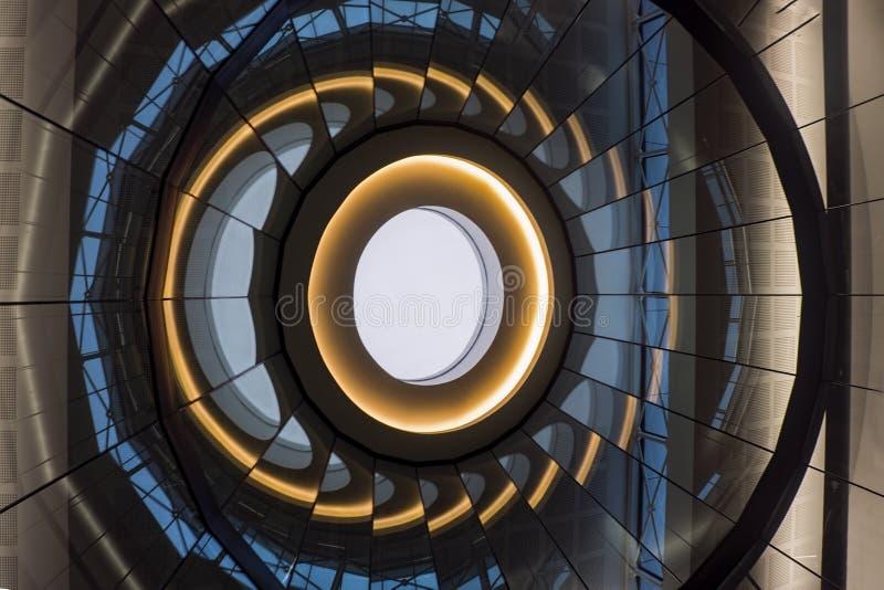 Painéis de vidro geométricos com reflexões imagens de stock royalty free