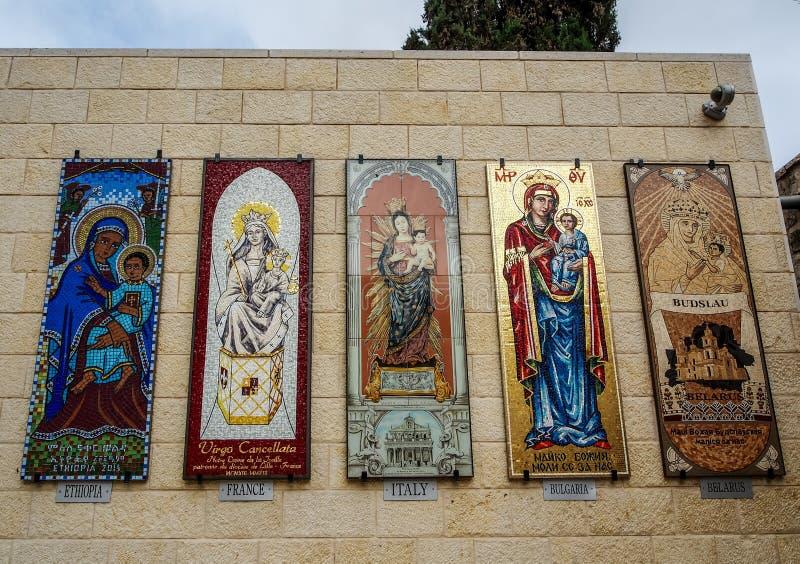 Painéis do mosaico - a Virgem Maria, basílica do aviso em Nazareth, Israel fotografia de stock