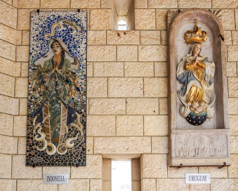 Painéis do mosaico - a Virgem Maria, basílica do aviso em Nazareth, Israel imagens de stock royalty free