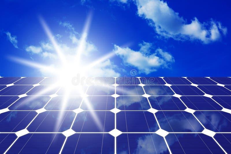 Painéis solares com sol foto de stock