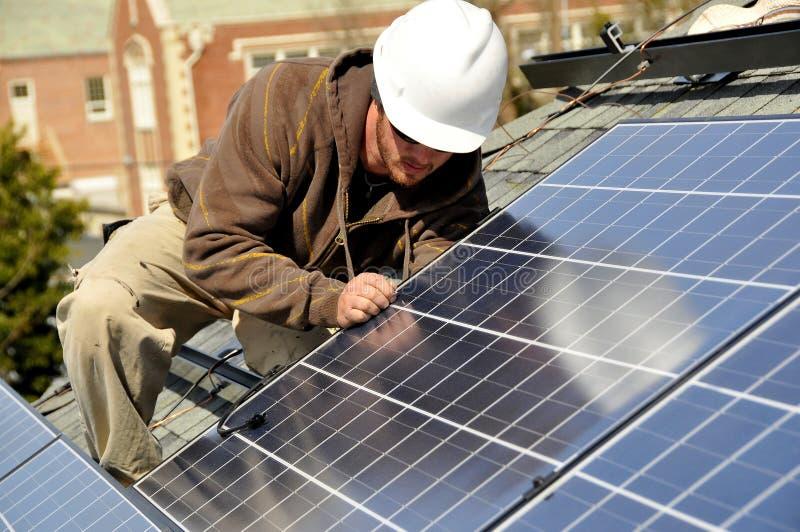 Painéis solares de conexão fotografia de stock royalty free