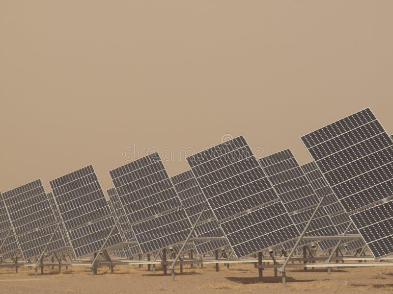 Painéis solares em uma central energética imagens de stock royalty free