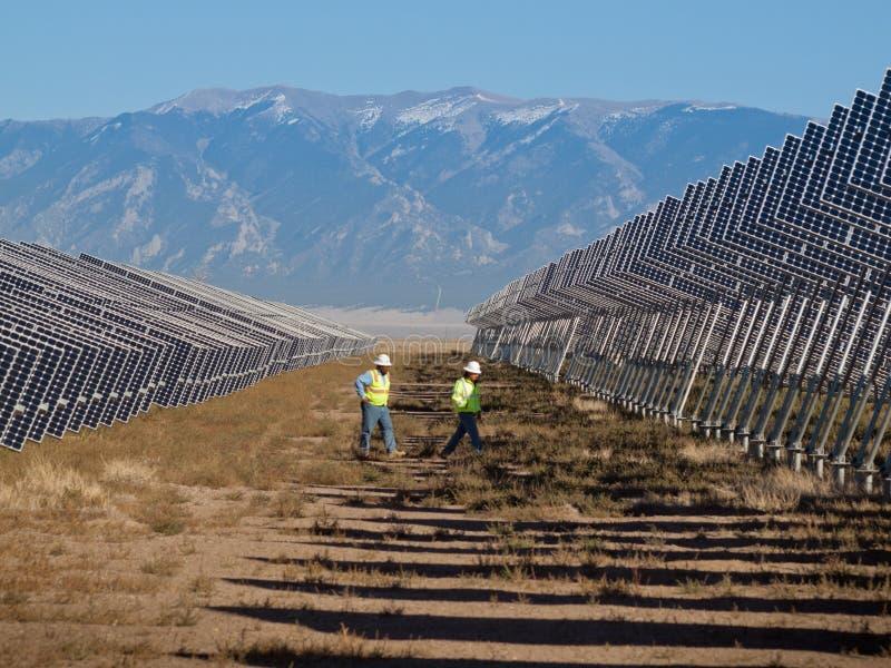 Painéis solares em uma central energética fotografia de stock
