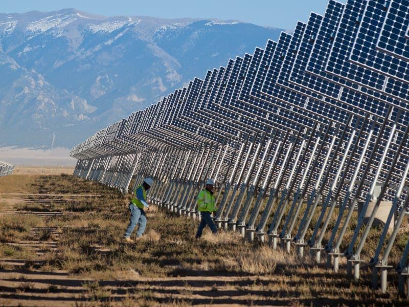 Painéis solares em uma central energética foto de stock royalty free