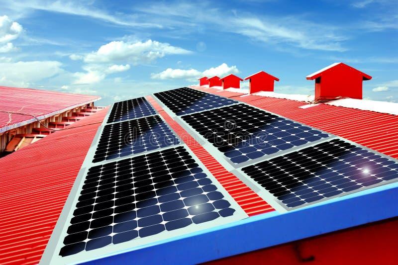 Download Painéis Solares No Telhado Imagem de Stock Royalty Free - Imagem: 13651496