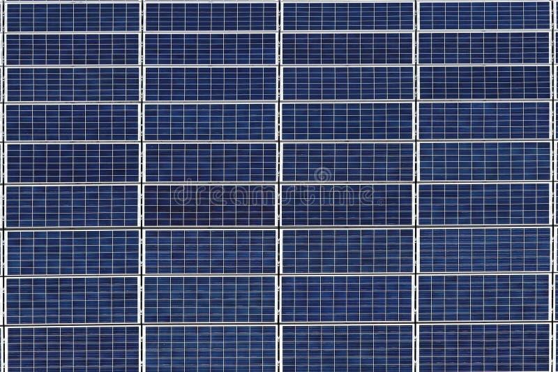 Painéis solares para a produção de energia elétrica da energia solar Recurso de energia a favor do meio ambiente Pilhas de silico fotografia de stock