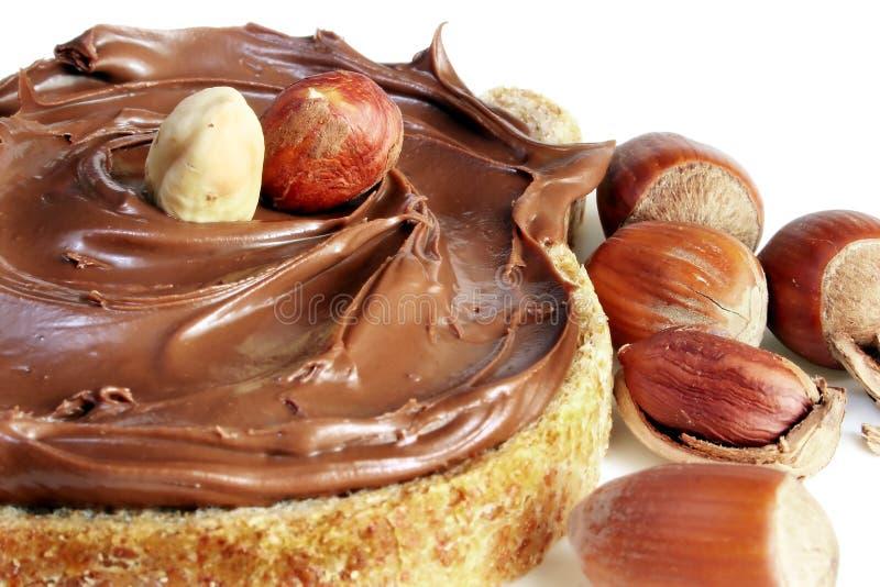 Pain avec la diffusion de noisette de chocolat sucré images libres de droits