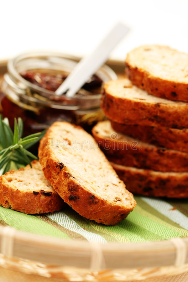 Download Pain Avec Les Tomates Sèches Photo stock - Image du pain, nourriture: 8651038