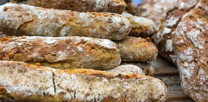 Pain complet italien typique des sud Tyrol de région de Trentino Alto Adige Pain traditionnel avec des noix et des graines de fen photographie stock