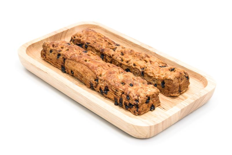 Pain de bâton de puce de chocolat avec le plat en bois sur le fond blanc images stock