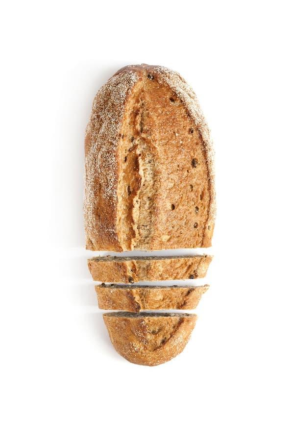 Pain de pain de blé entier avec des tranches d'isolement sur le fond blanc images stock