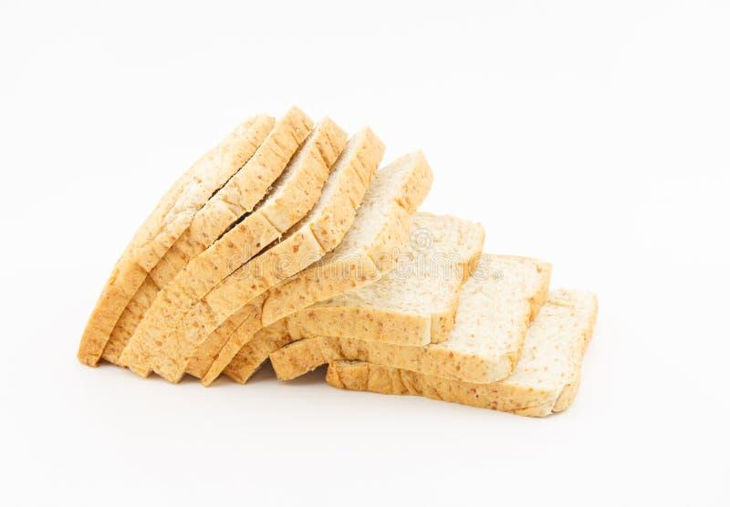 Pain de blé entier sur le fond blanc image stock