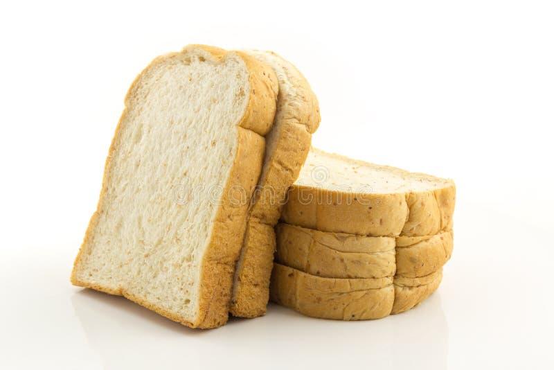 Pain de blé entier sur le fond blanc image libre de droits