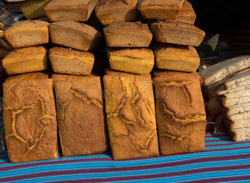 Pain de maïs nouvellement fabriqué de la farine de maïs photos libres de droits