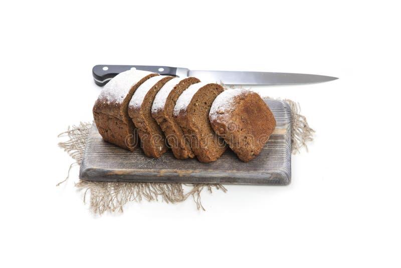 pain de pain noir sur le conseil photographie stock