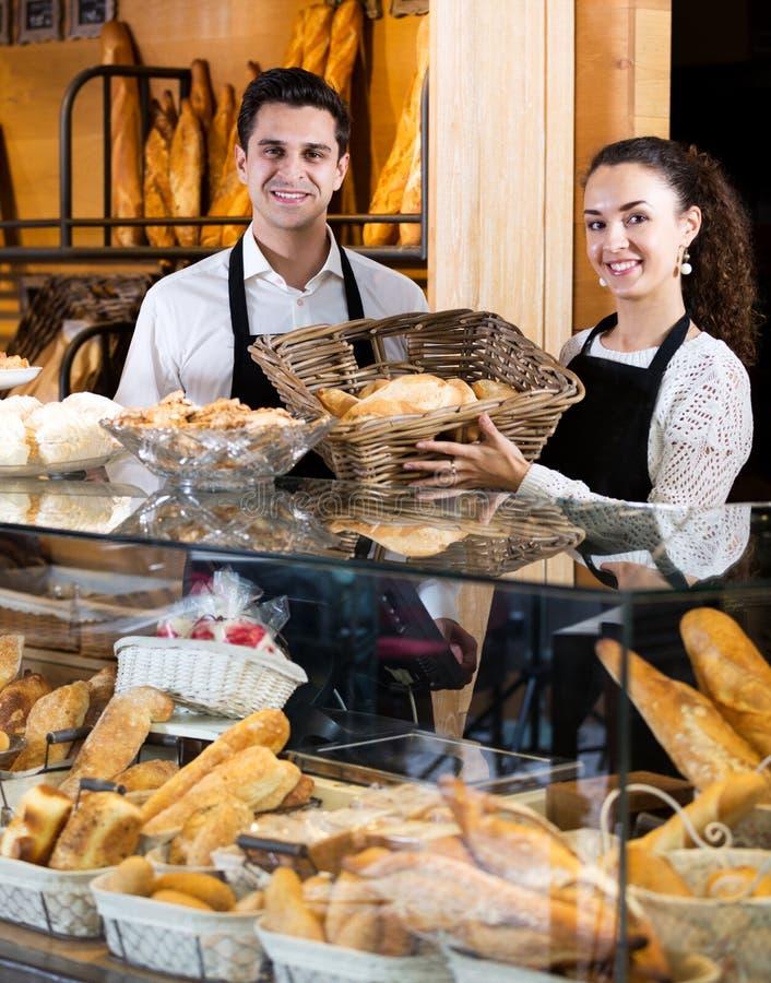 Pain de offre de personnel de boulangerie et pâtisserie différente photo libre de droits