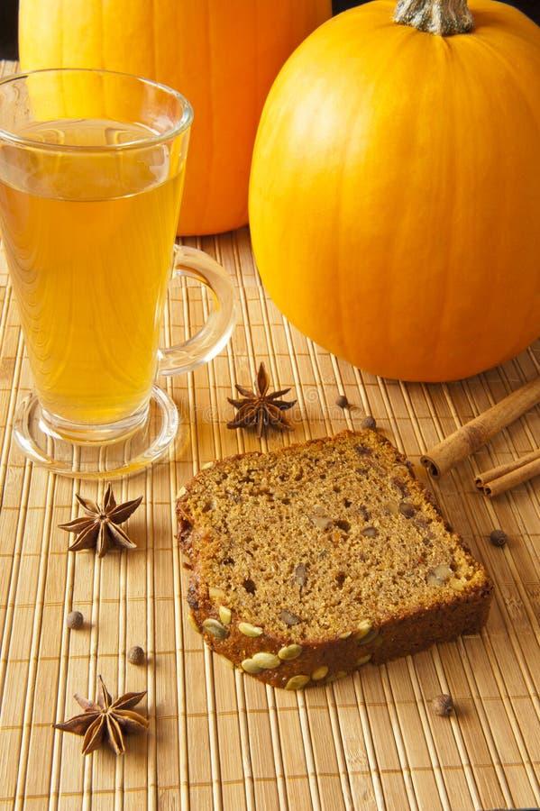 Pain de potiron avec des épices d'automne photo libre de droits