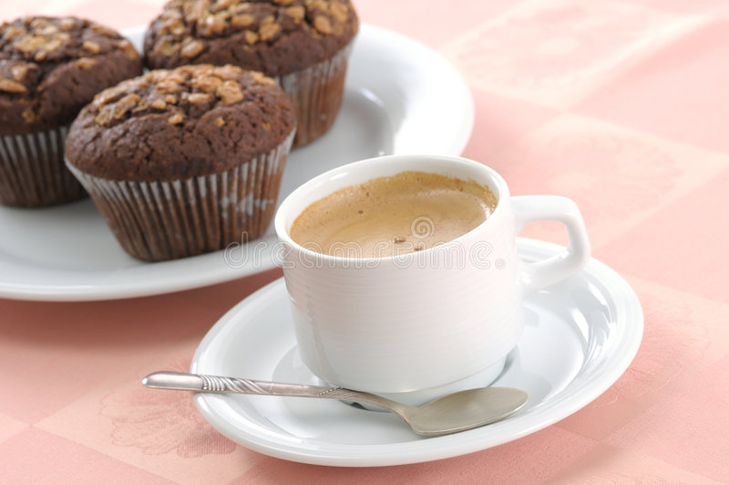 Pain de puce de chocolat et cuvette de café image libre de droits