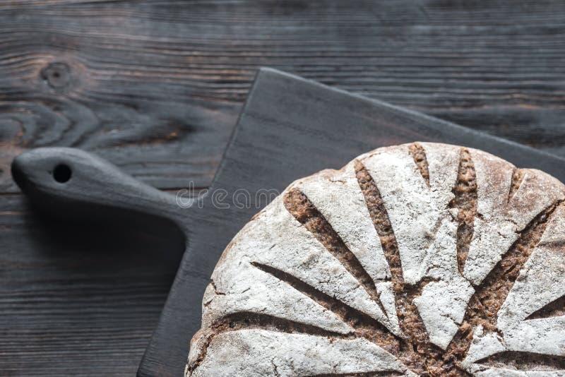 Pain de Rye avec des écrous et des graines : vue supérieure image libre de droits