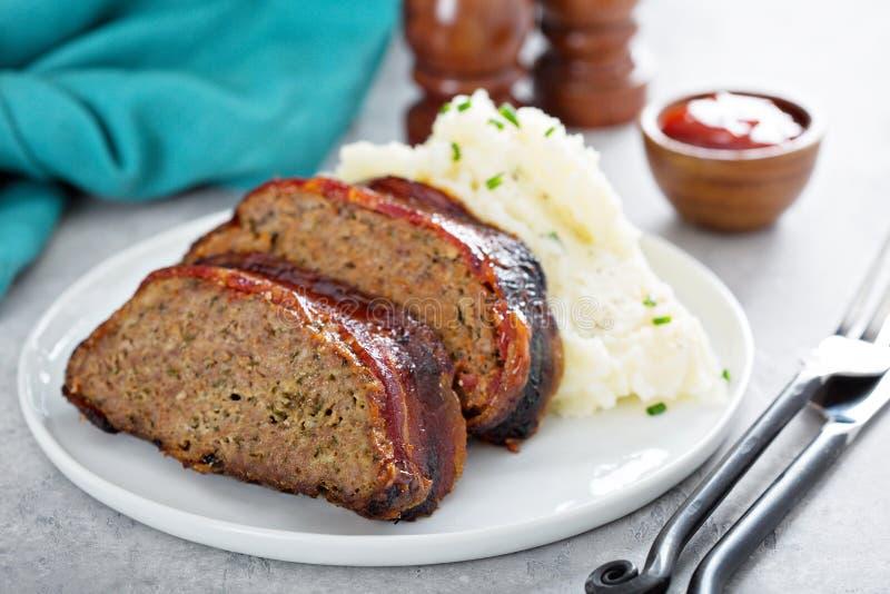Pain de viande avec de la purée de pommes de terre images libres de droits