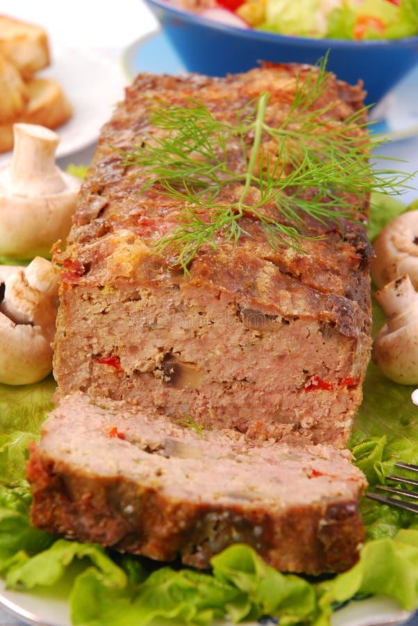 Pain de viande avec les champignons de couche et le paprika photos stock