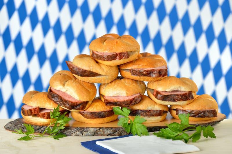 Pain de viande bavarois sur des petits pains photographie stock libre de droits