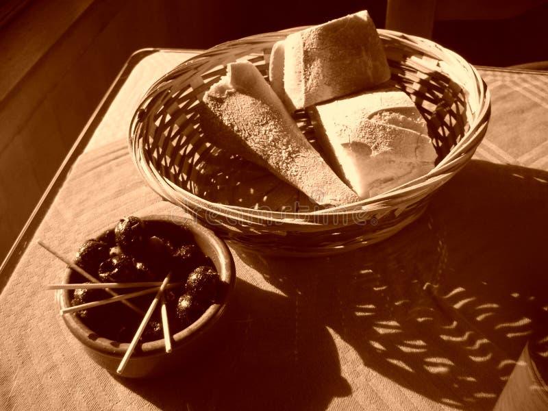 Pain et olives photographie stock