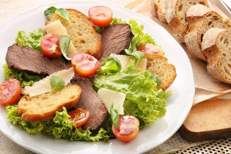 Download Pain Grillé Avec Du Fromage Et Des Légumes De Boeuf De Rôti Image stock - Image du viande, frit: 45355575