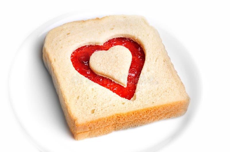 pain grillé de forme de coeur photographie stock