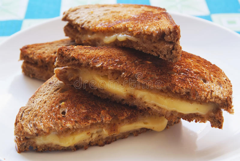 pain grillé de plaque grillé par fromage photo stock