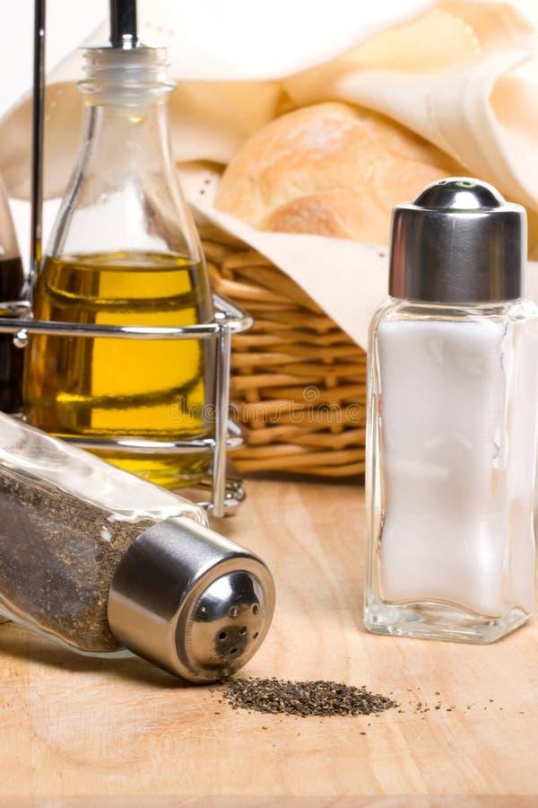 Pain, huile d'olive et épices photos libres de droits