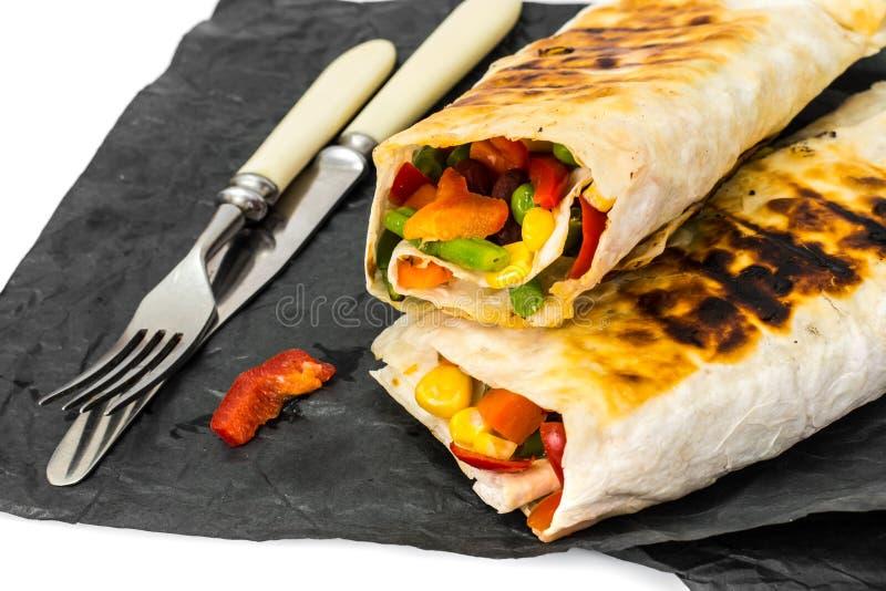 Pain pita avec le mélange végétal mexicain image stock