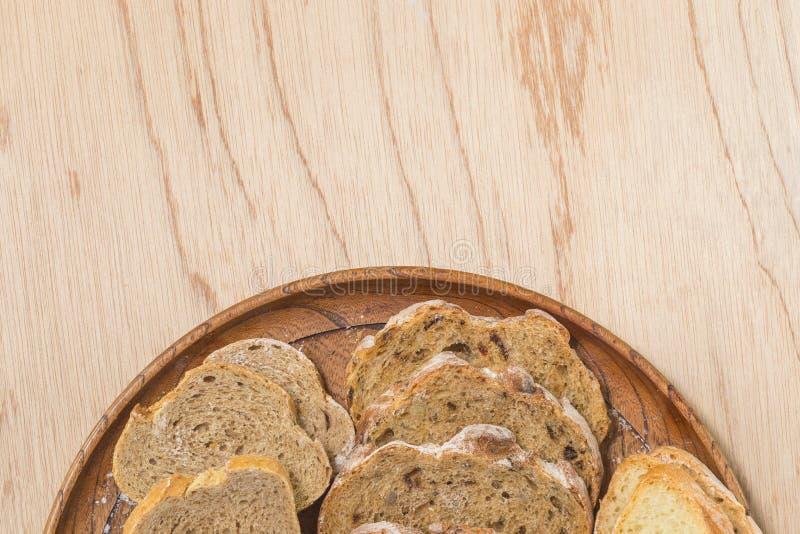 Pain rutic coupé en tranches de fread photo stock