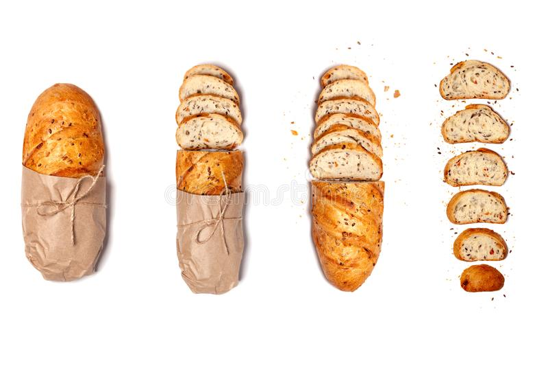 Pain sans gluten frais coupé en tranches de blé fait maison et coupé en tranches de pain frais sans gluten dans du papier artisan photos stock