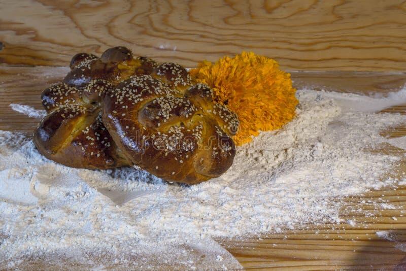 pain traditionnel du jour des hojaldras morts du Mexique images stock