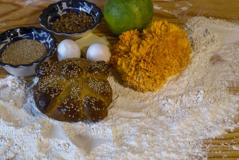 pain traditionnel du jour des hojaldras morts du Mexique image libre de droits