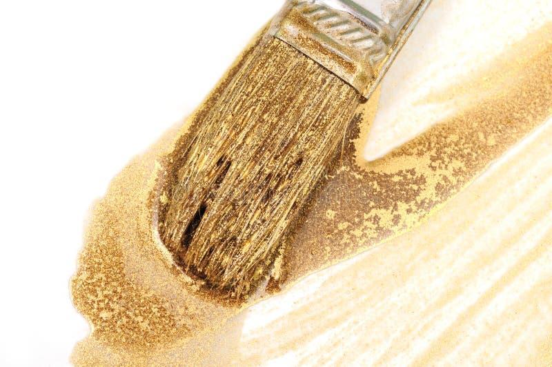 Painbrush e pintura do ouro imagens de stock