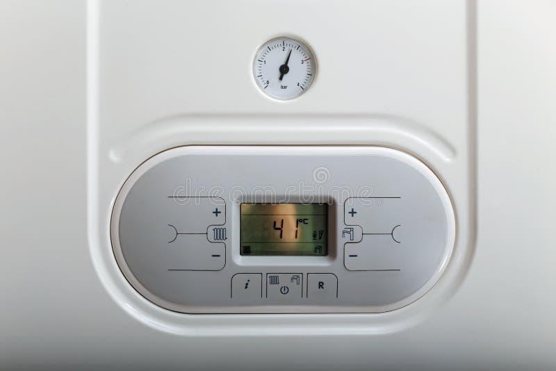 Painel branco da caldeira de gás com manômetro fotografia de stock