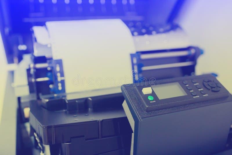 Painel de controle da linha impressora ou grande impressora de ponto para o trabalho do relatório do back office imagem de stock royalty free