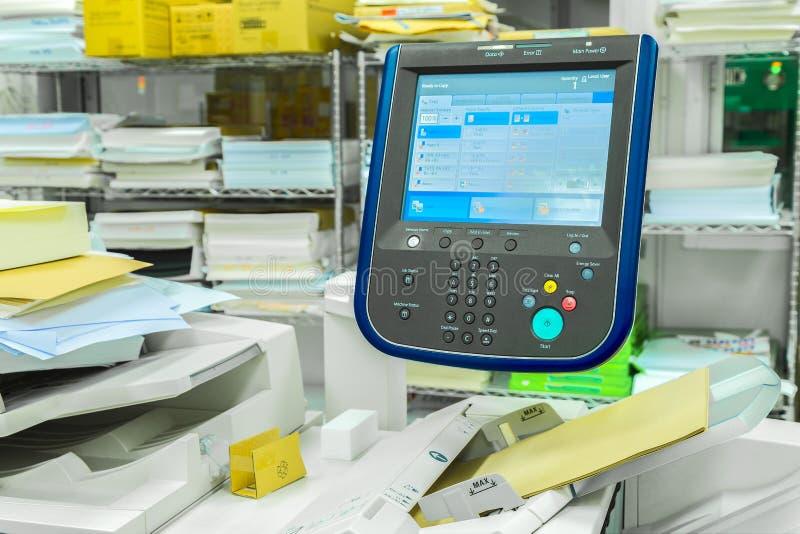 Painel de controle do monitor da exposição no fax, varredura da impressora da fábrica imagem de stock
