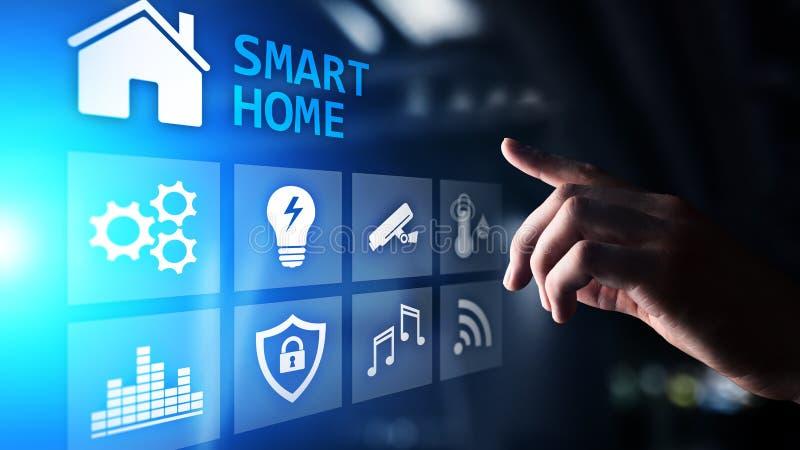 Painel de controle esperto da casa na tela virtual Internet das coisas, IOT, conceito da automatização de processo foto de stock