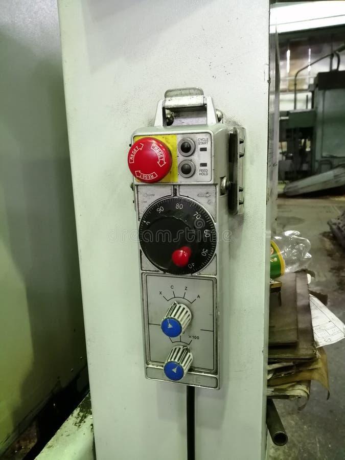 Painel de controle na fábrica da máquina-construção fotografia de stock