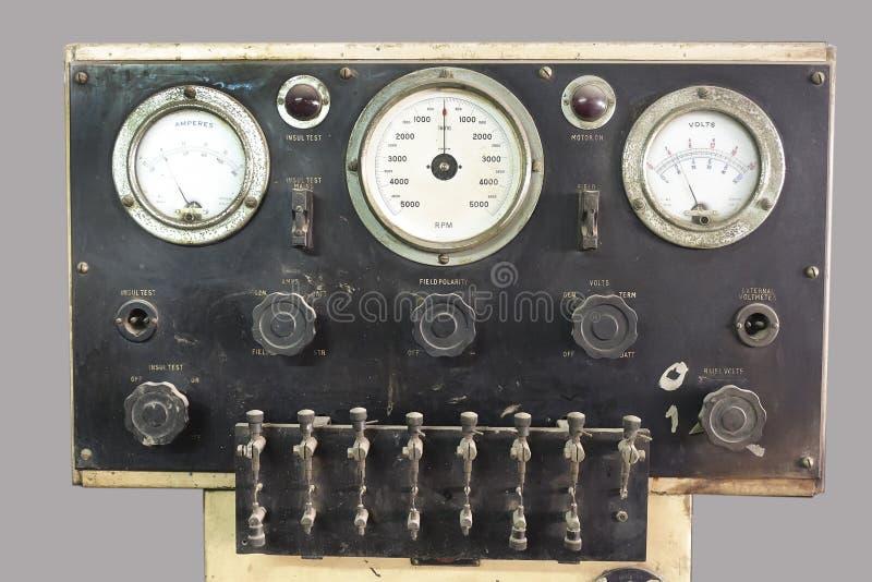 Painel de controle velho com válvulas e calibres imagens de stock royalty free