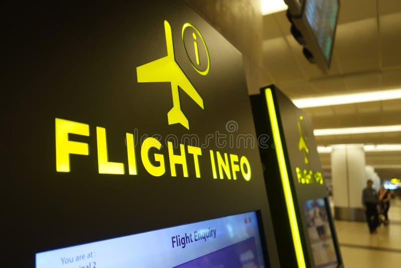 Painel de informação do voo no aeroporto de Changi fotografia de stock royalty free