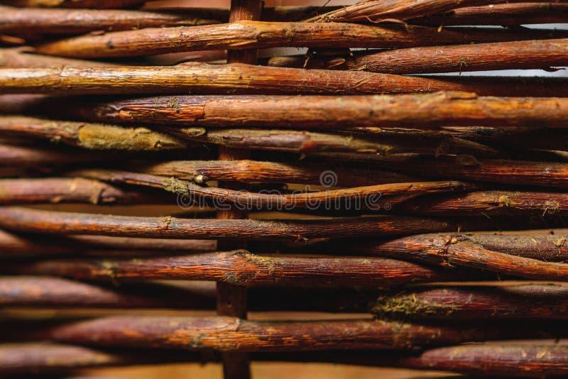 Painel de vime tecido org?nico da cerca do salgueiro apropriado para of?cios, piquenique ou o fundo de jardinagem imagem de stock