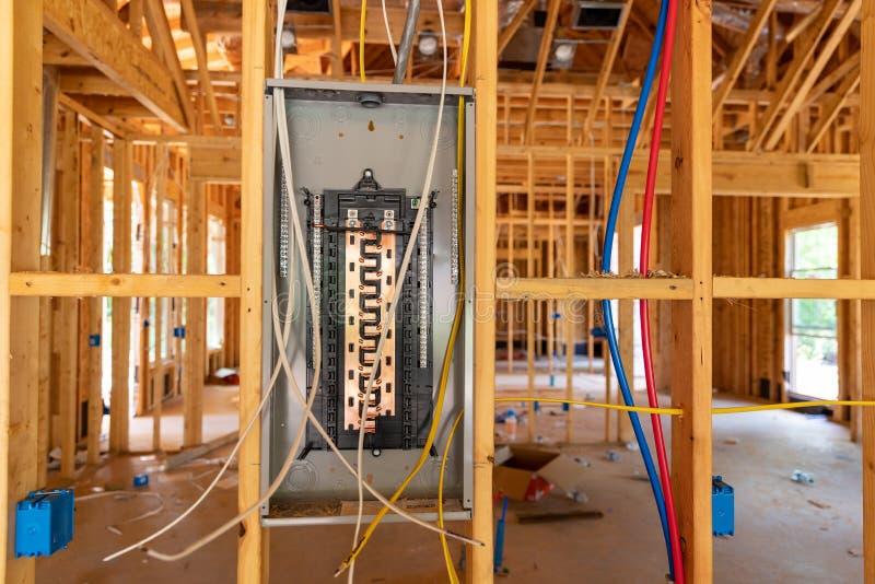 Painel do Disjuntor de Eletricidade em nova construção doméstica foto de stock