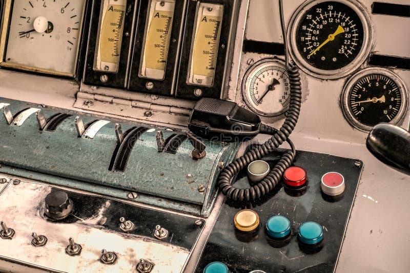 Painel e comunicação de controle velho imagens de stock